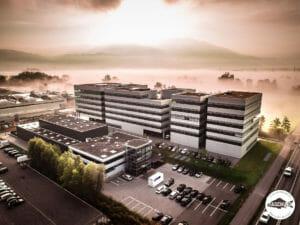 Drohnenfoto vom Doppelmayr Firmengebäude in Lauterach, Vorarlberg