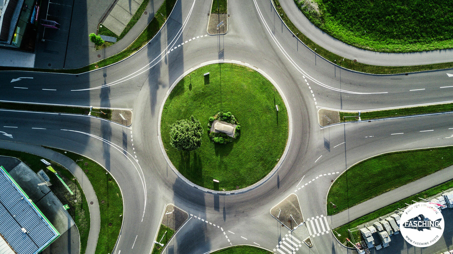 Kunst im Kreisverkehr, Drohnen-Bilder.com
