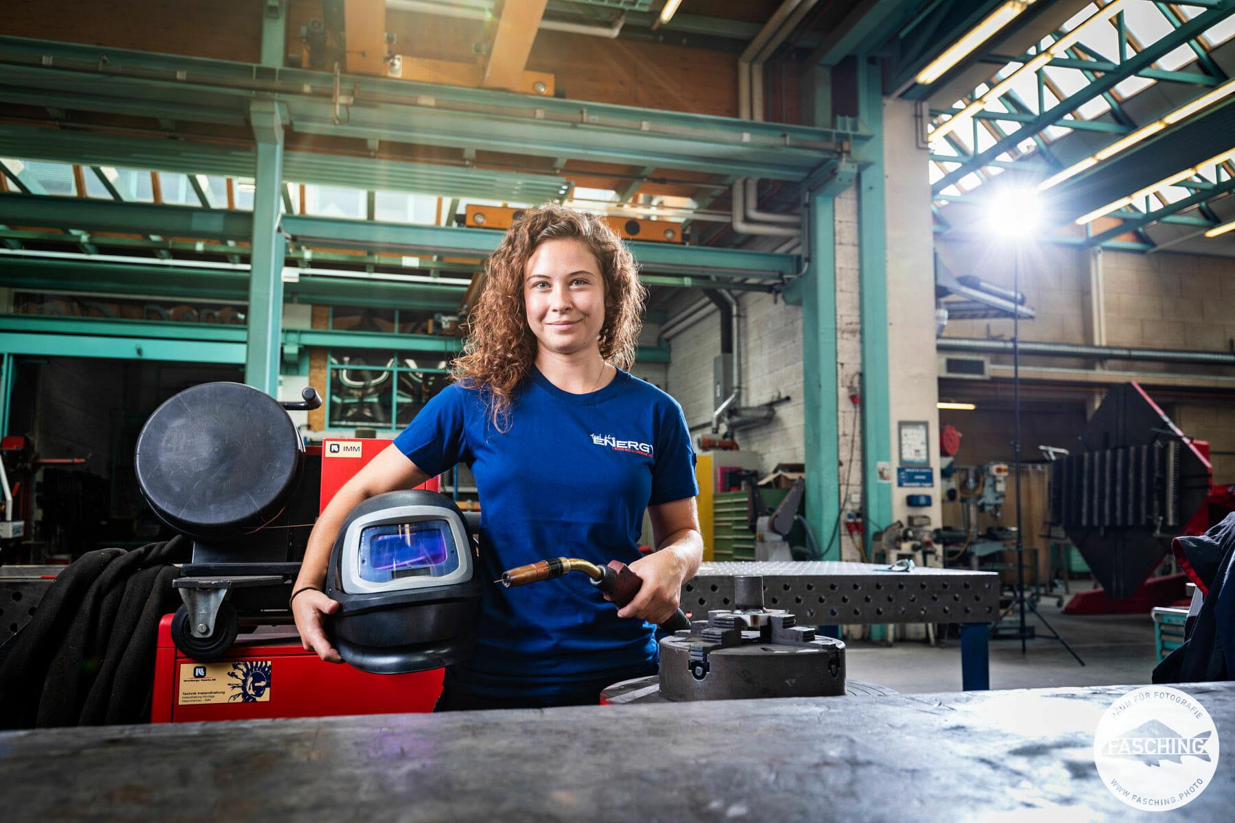Lehrlingskampagne für das Vorarlberger Unternehmen Illwerke. Industriefotografie und Portraitfotografie kombiniert von Fotostudio Fasching zeigt die Lehrlinge bei ihrer jeweiligen Arbeit