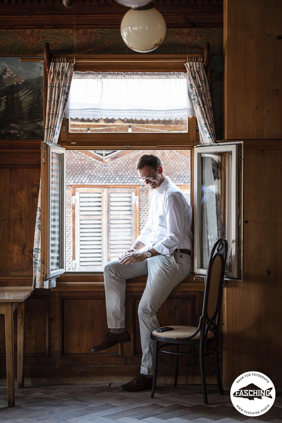Luca Fasching fotografiert den Vorarlberger Landeshauptmann Markus Wallner bei seiner Arbeit.