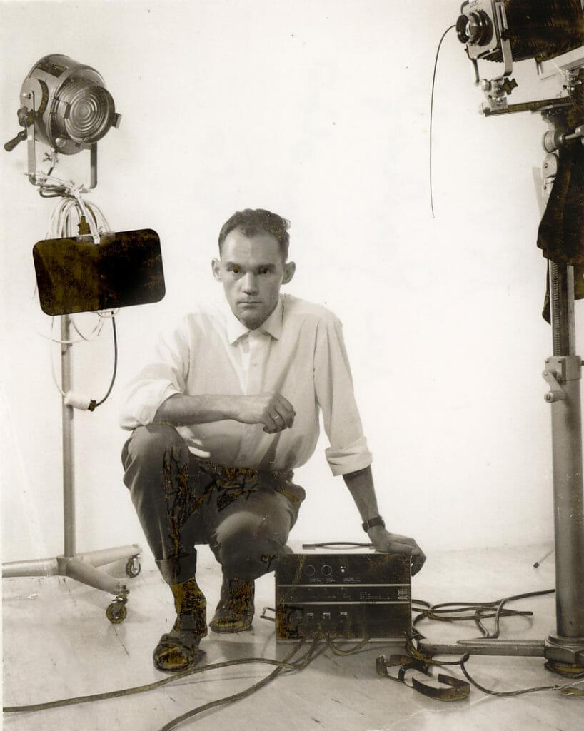 Herbert Fasching mit der ersten Broncolor Blitzanlage in seinem Wilhelmsburger Fotostudio, 1964