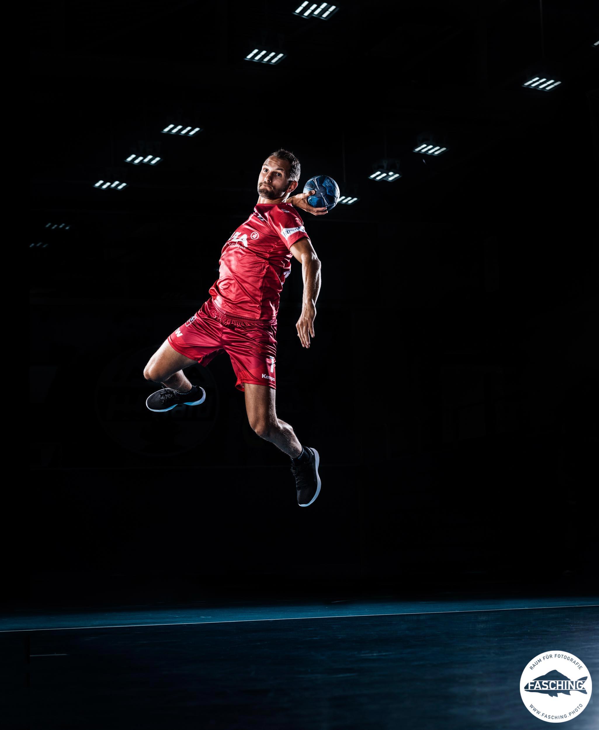 Actionbild Handballer, Fotograf Luca Fasching, Fotostudio Fasching Bregenz, Vorarlberg