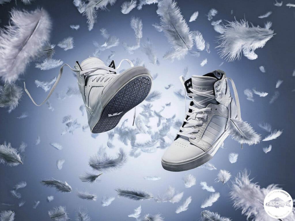 Der Vorarlberger Fotograf Luca Fasching fotografierte seine neuen Schuhe im Studio Fasching