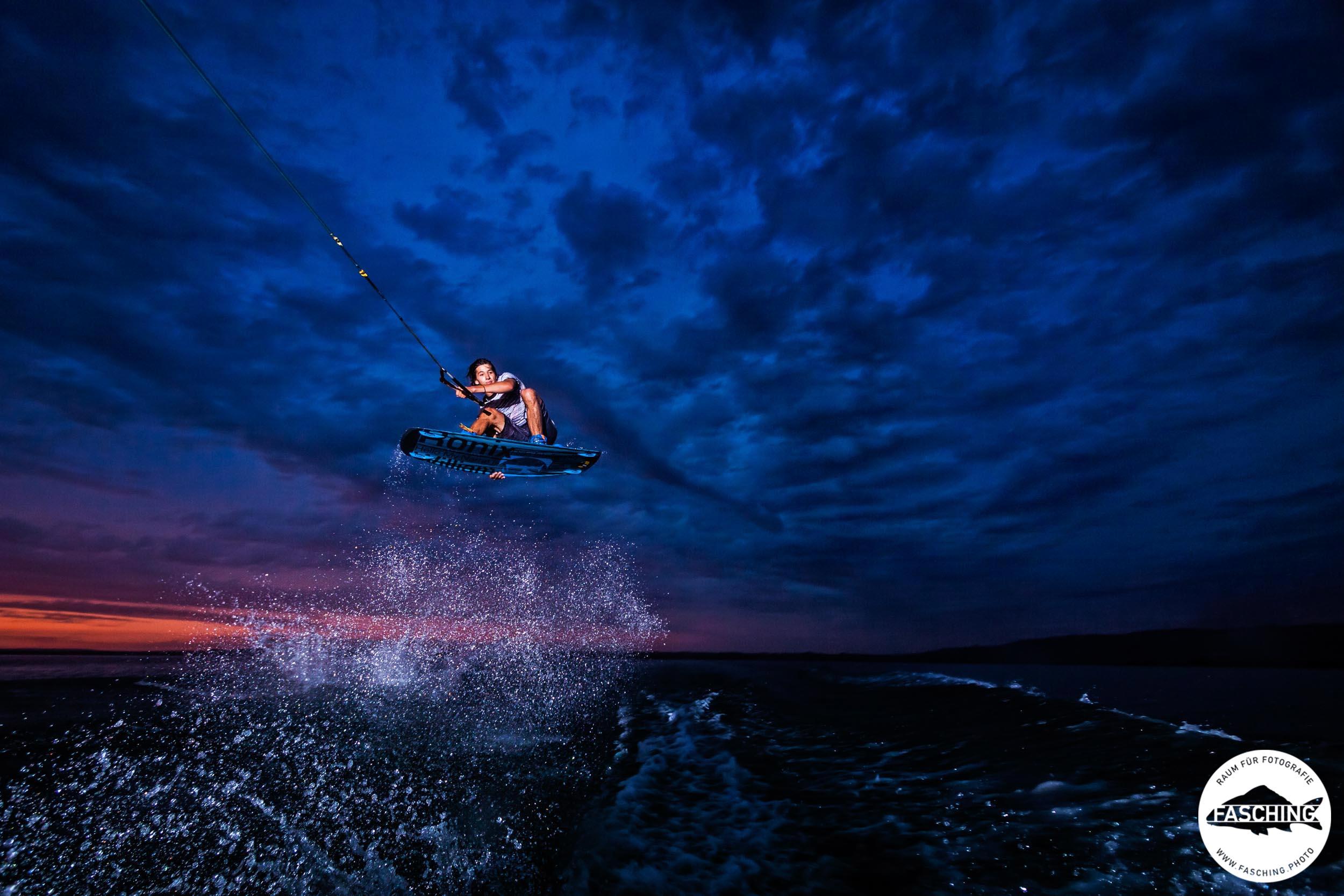 Sportaufnahmen von wakeboarden am Bodensee von Luca Fasching