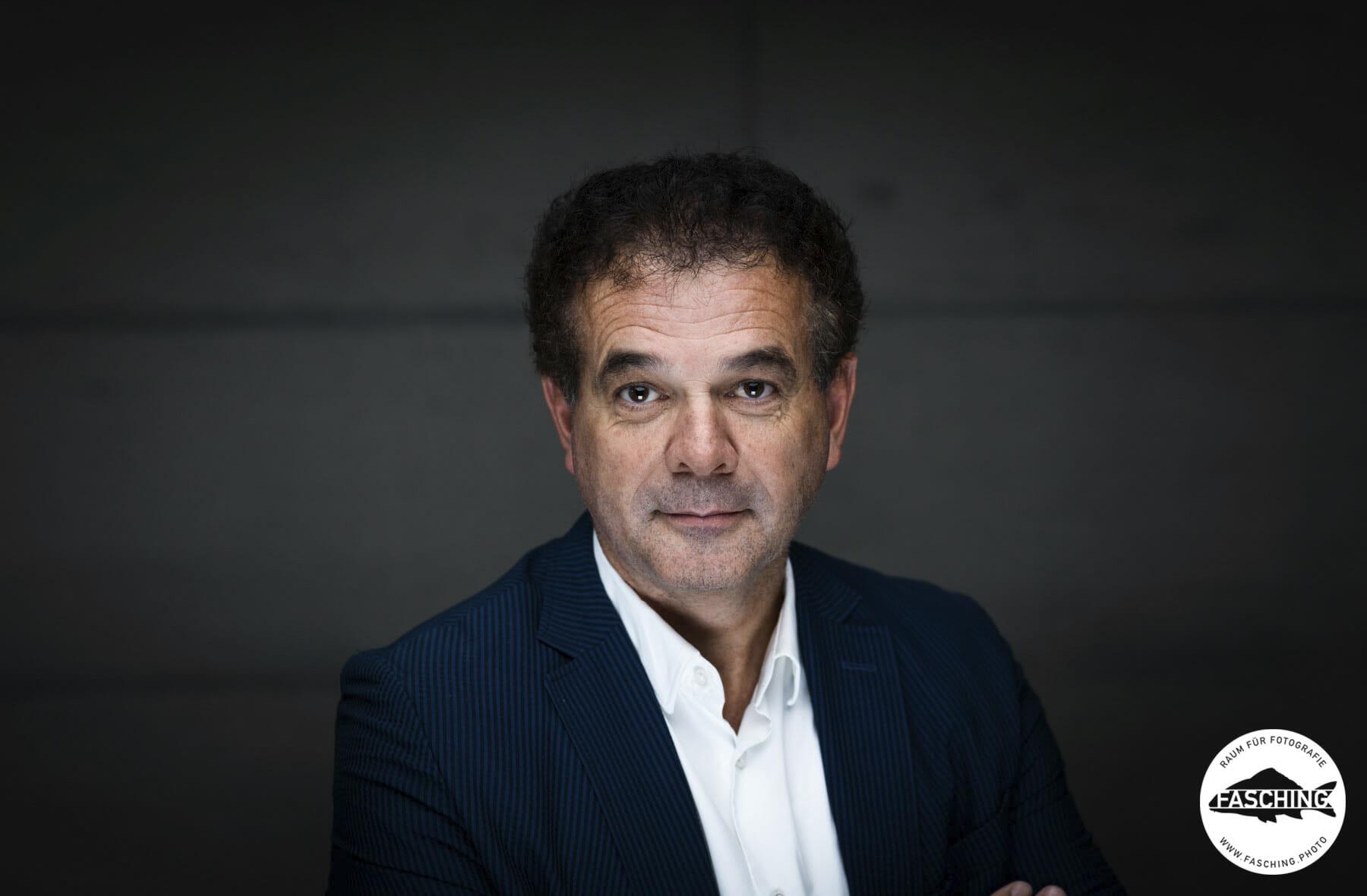 Dr. Christoph Jenny Businessportrait fotografiert von dem vorarlberger Fotograf Luca Fasching für die Vorarlberger Wirtschaftskammer